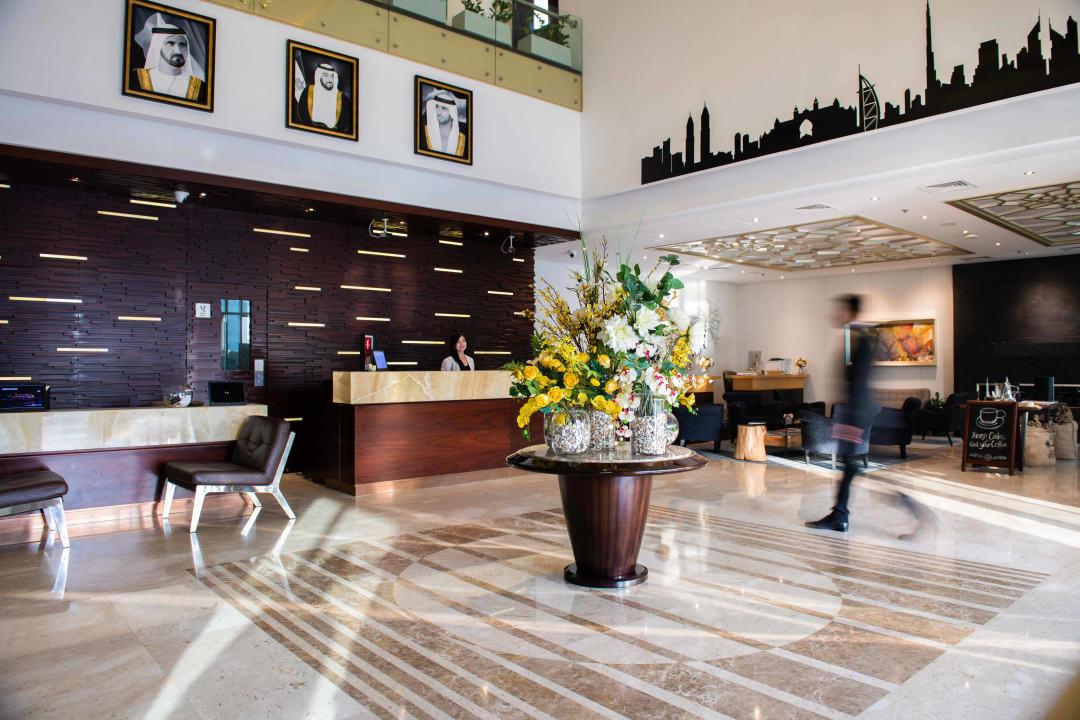 Lobby Grandeur Hotel