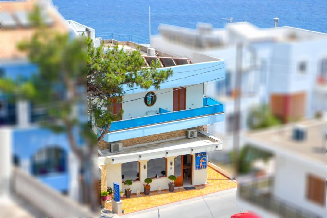 Entrance Hotel Minos