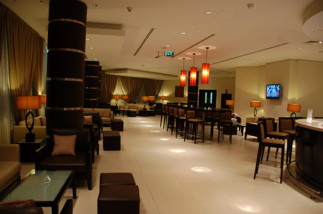 Бар Hotel Holiday Inn Express Dubai Internet City