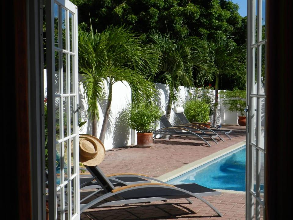 Zimmer im Wohnhaus Ausgang zum Pool Bed & Breakfast Sombre Di Kabana
