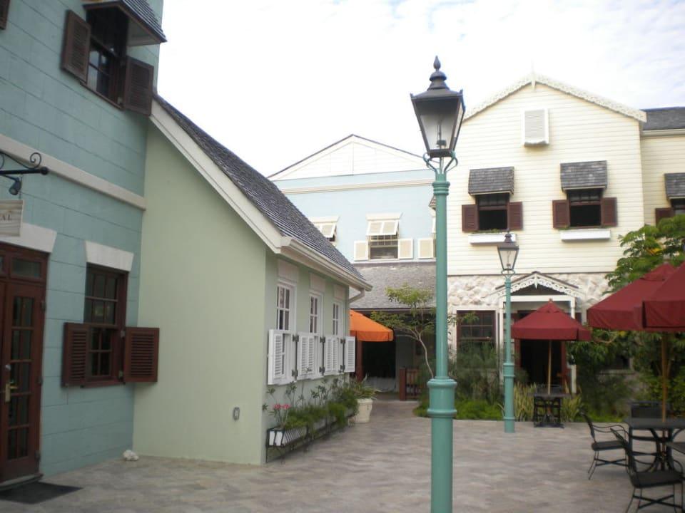 Blick in die kleine Stadt in der Anlage Hotel The Crane Resort & Residences