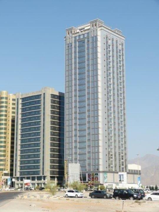 Hotel (rechts) von Mall aus fotografiert City Tower Hotel