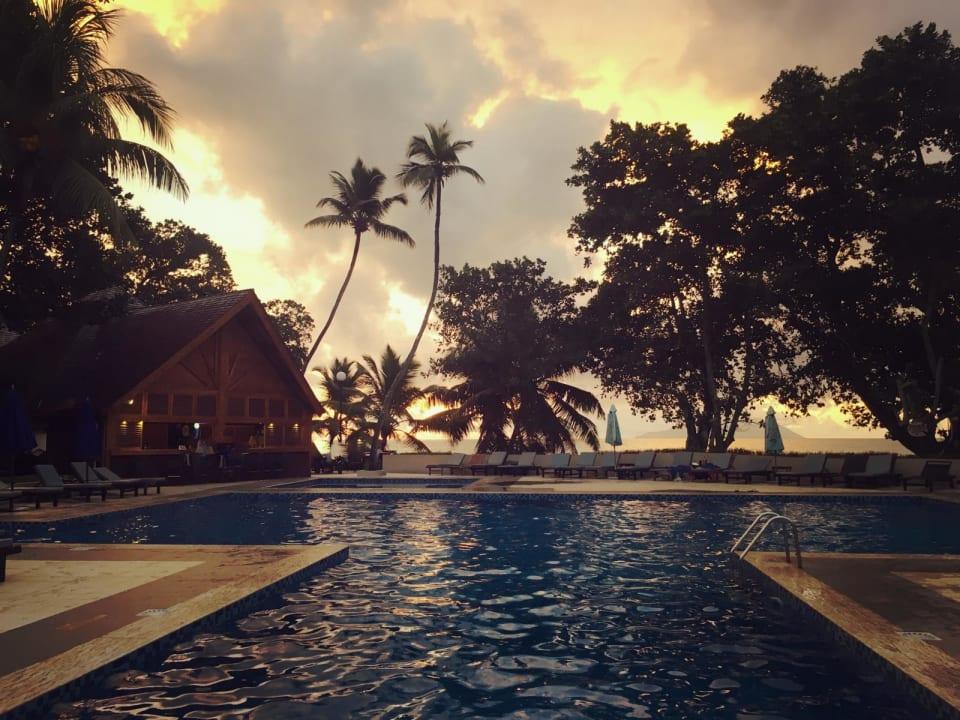 Die Poolanlage Berjaya Beau Vallon Bay Resort & Casino