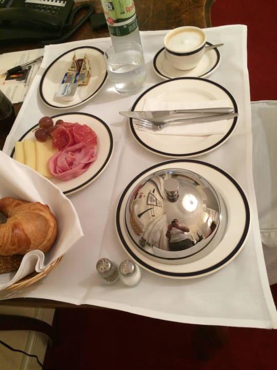 Frühstück im Zimmer Gästehaus Dirazi