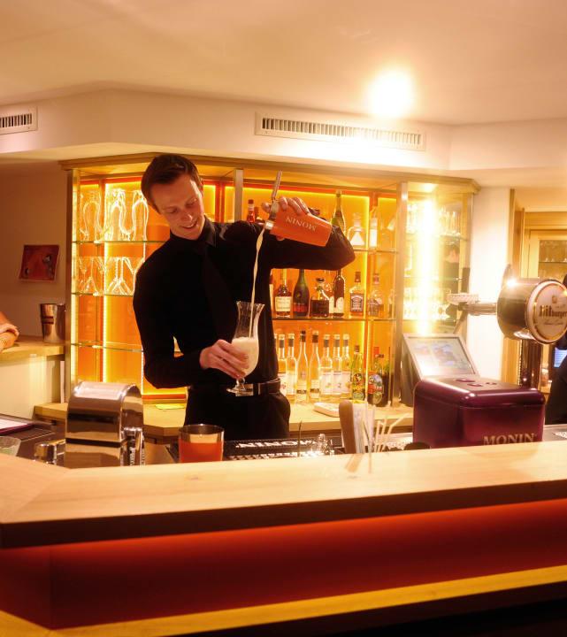 Malte - unser Cocktail-Spezialist MICHELS Wellness- & Wohlfühlhotel