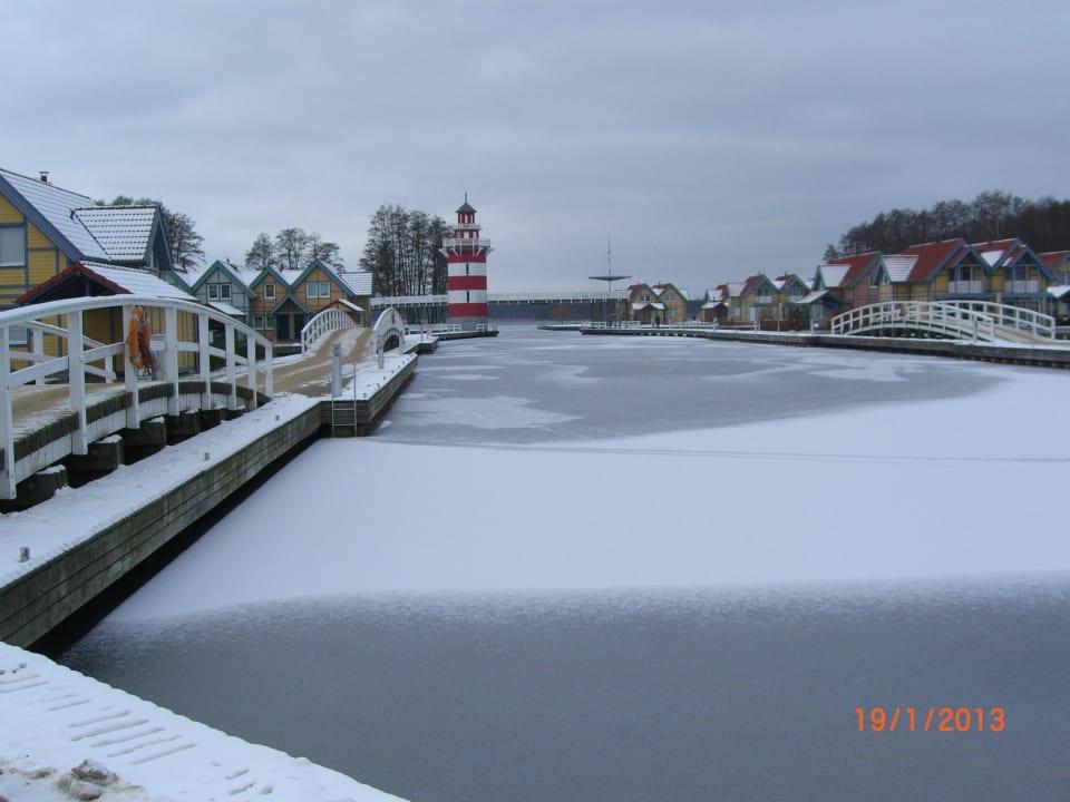 Winterliche Hafenpromenade Marinaresort Ferienhäuser Hafendorf Rheinsberg