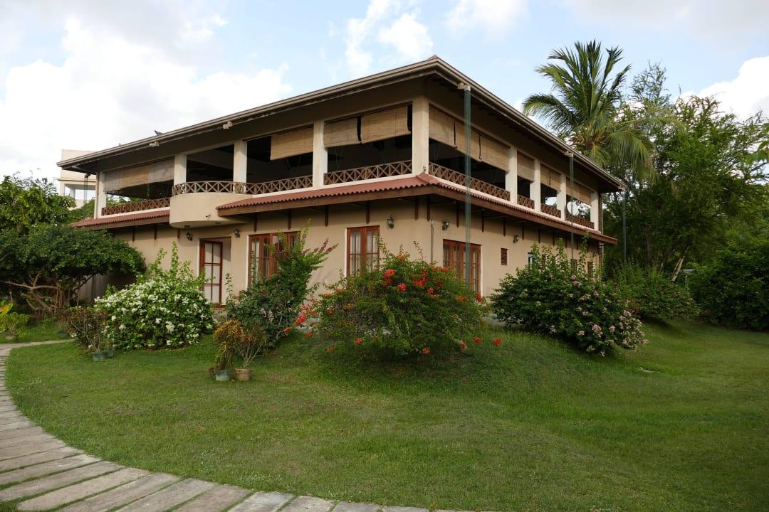 Hauptgebäude mit Restaurant Hibiscus Garden Hotel