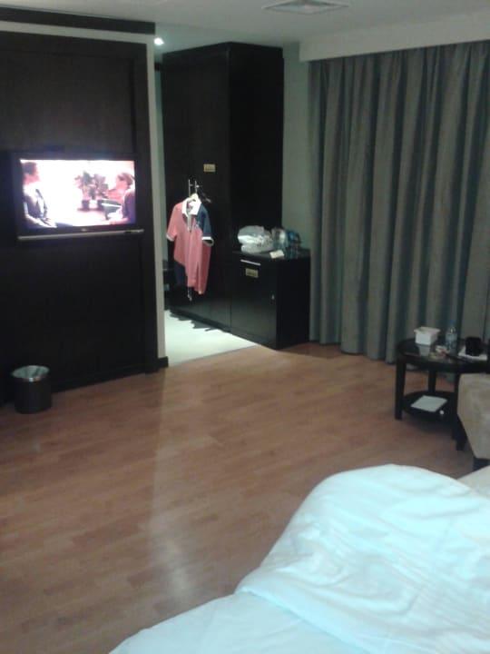 Zimmer /sehr grosses Bett Grandeur Hotel