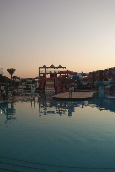 Pool SUNRISE Garden Beach Resort