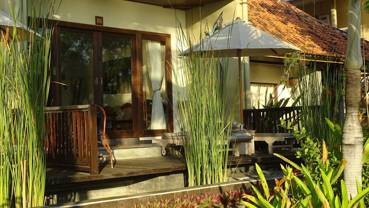 Blick auf die Terrasse Hotel Tauch Terminal Resort Tulamben