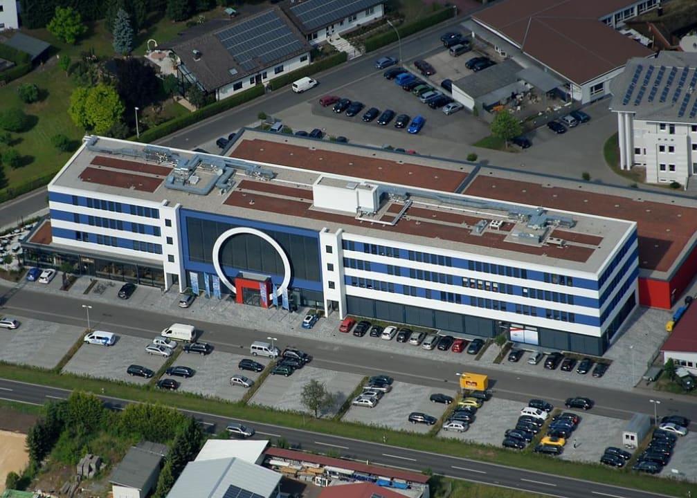 Außenansicht aus der Vogelperspektive Business & Conference Sporthotel Großwallstadt