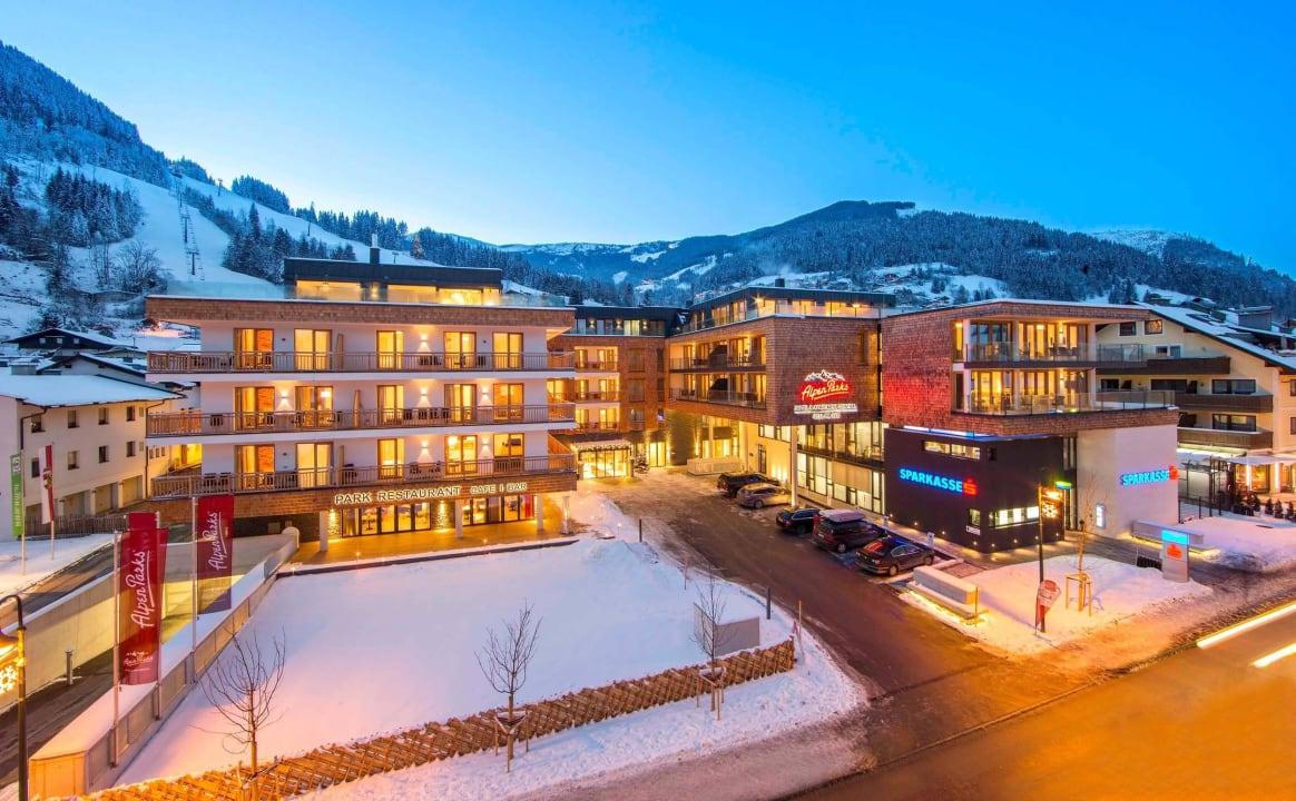 Außenansicht Winter AlpenParks Hotel & Apartment Central