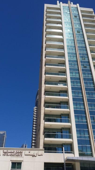 Von der Straßenseite Marina Hotel Apartments