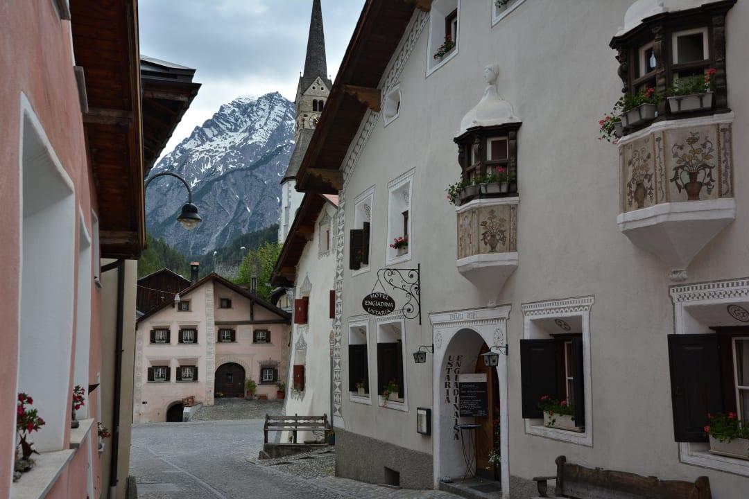 Prächtiger Engadiner-Stil Hotel Engiadina