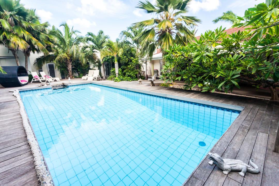Pool Frangipani Apartments