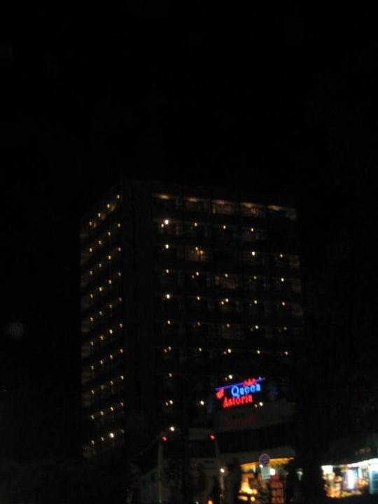 Hotel bei Nacht Hotel Astoria Palace  (Vorgänger-Hotel – existiert nicht mehr)