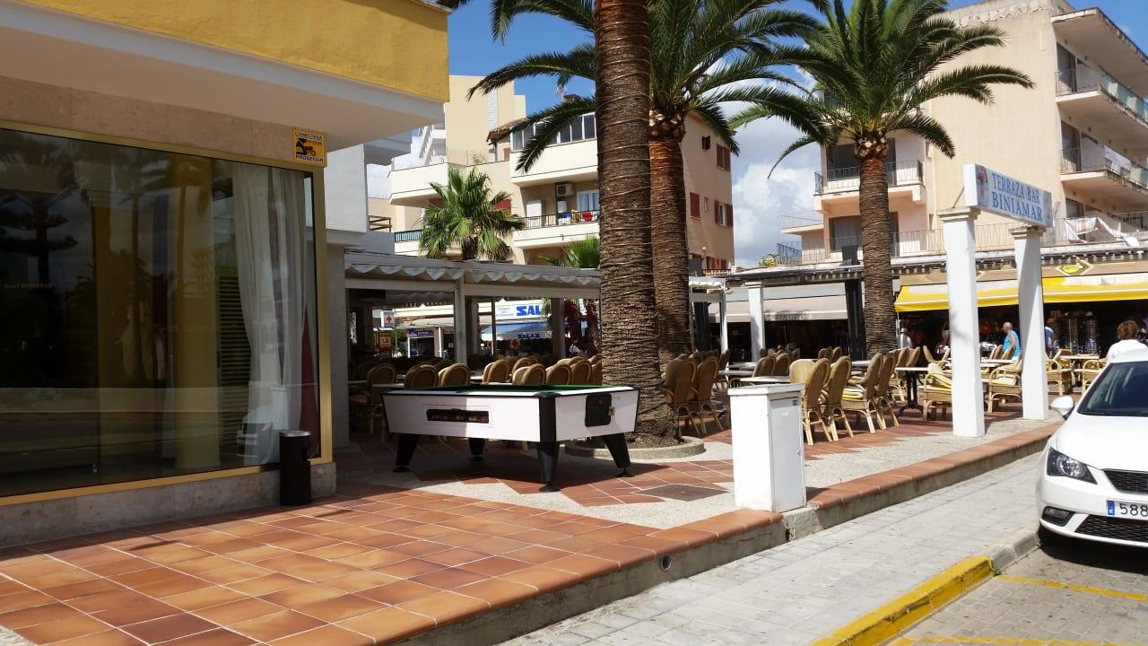 Terrasse / Bar neben Eingang Hotel Biniamar