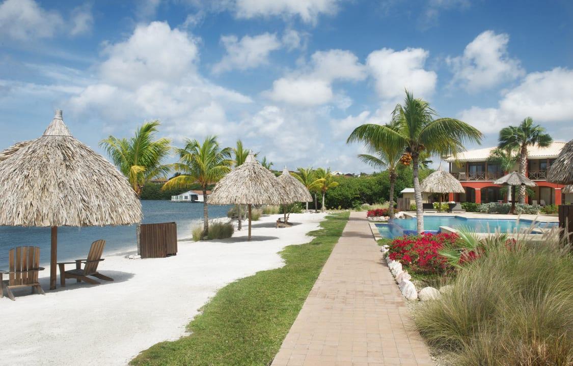 Pool & Beach ares La Maya Beach Curacao Resort