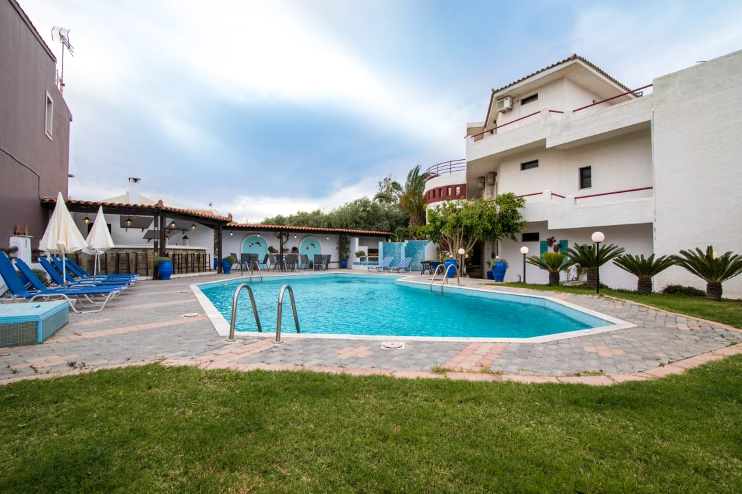 Pool Hotel Irilena