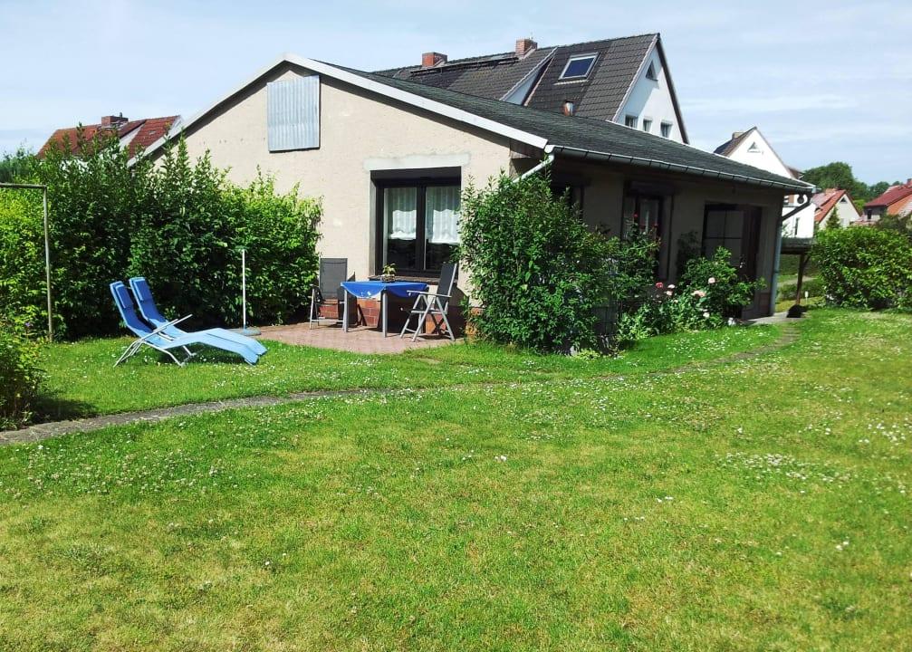 Sitzecke und Liegestühle im Garten Ferienwohnung Schwerin Lankower See