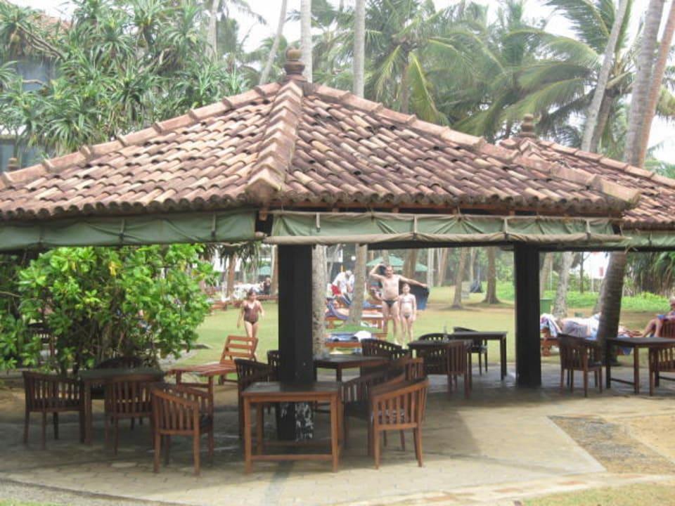 Überdachte Sitzgelegenheit bei Poolbar Tangerine Beach Hotel
