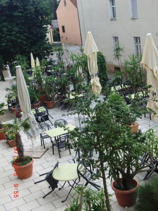 Gartenterrasse vom Zimmer gesehen Hotel Gasthof Krone