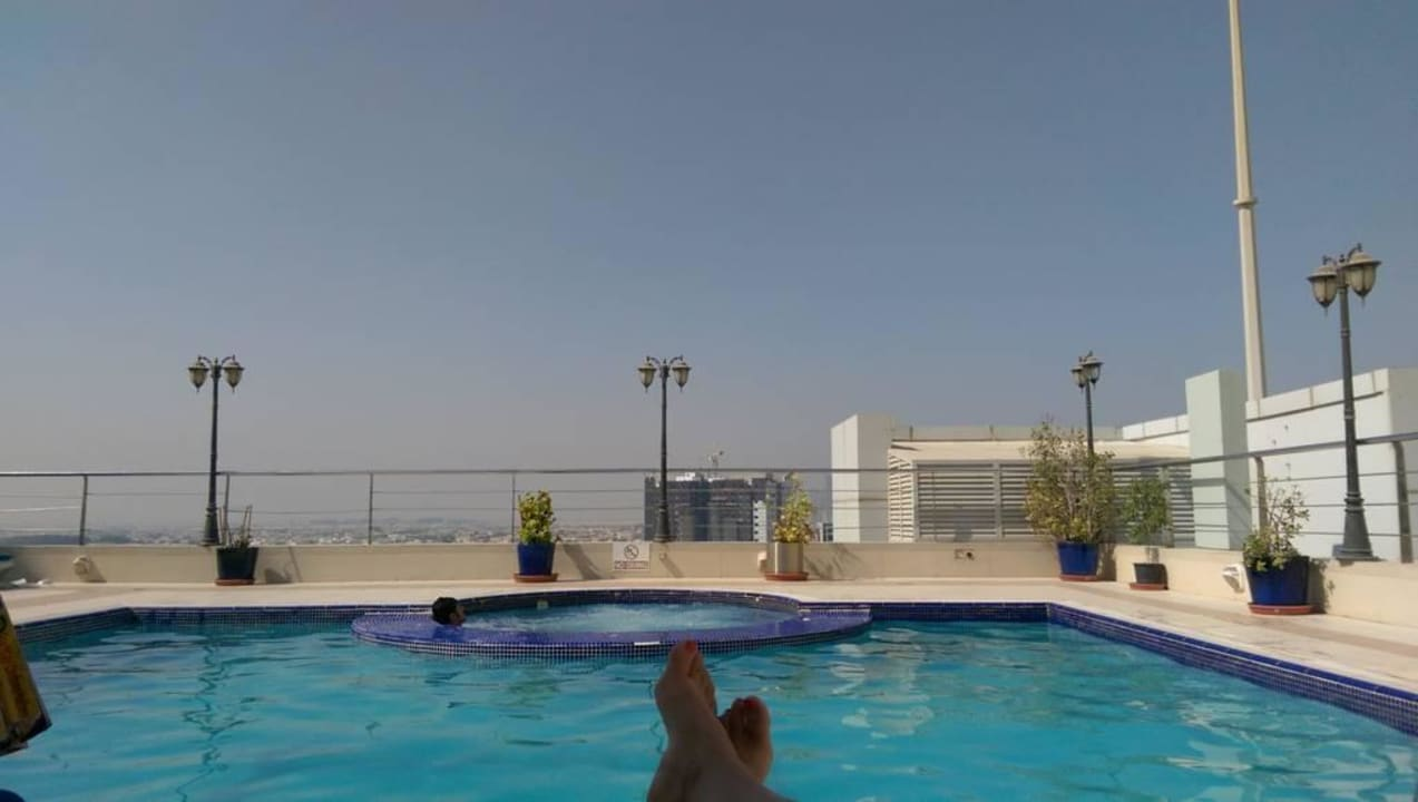 Pool auf dem Dach  Grandeur Hotel