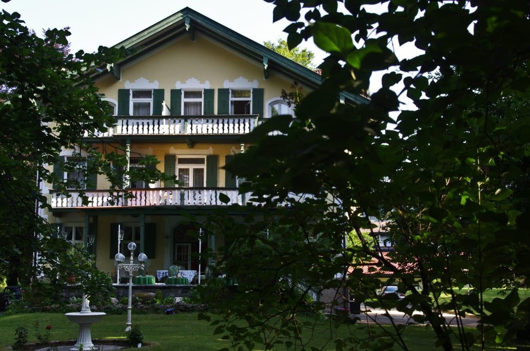 Spaziergang im Park Villa Adolphine