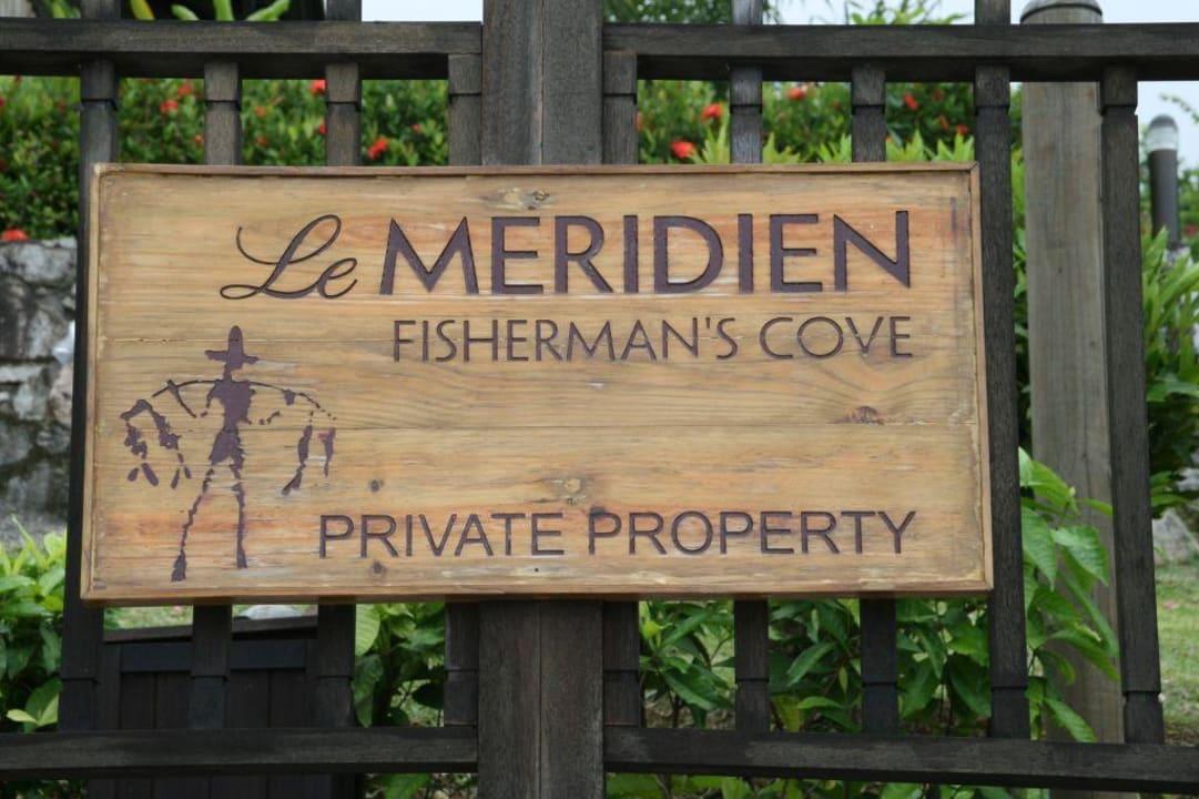 Falls man es tatsächlich übersehen sollte... Le Meridien Fisherman's Cove