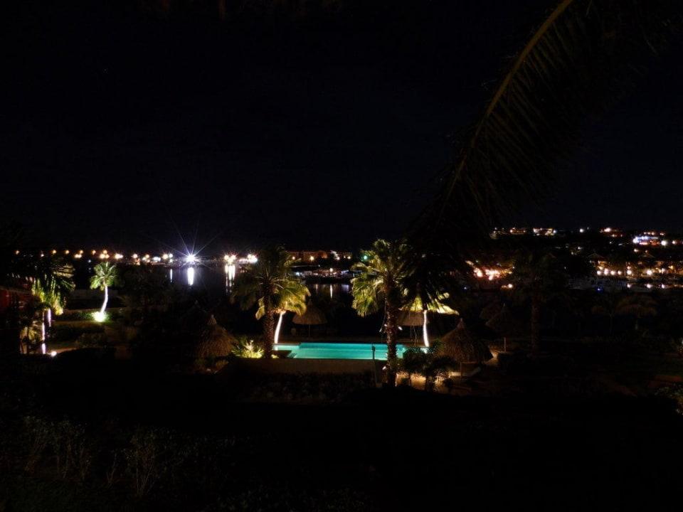 Blick vom Balkon bei Nacht La Maya Beach Curacao Resort