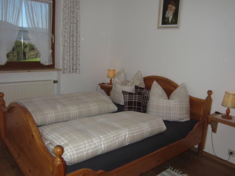 Eines der beiden Schlafzimmer in Fewo Staufen Kochhof