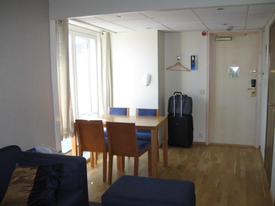 Essbereich im Wohnzimmer Radisson Blu Royal Garden Hotel