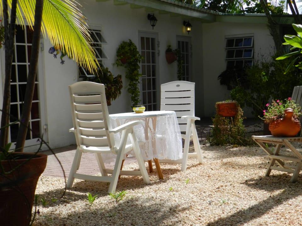 Gartenmöbel Zimmer 1 im Cottage Bed & Breakfast Sombre Di Kabana