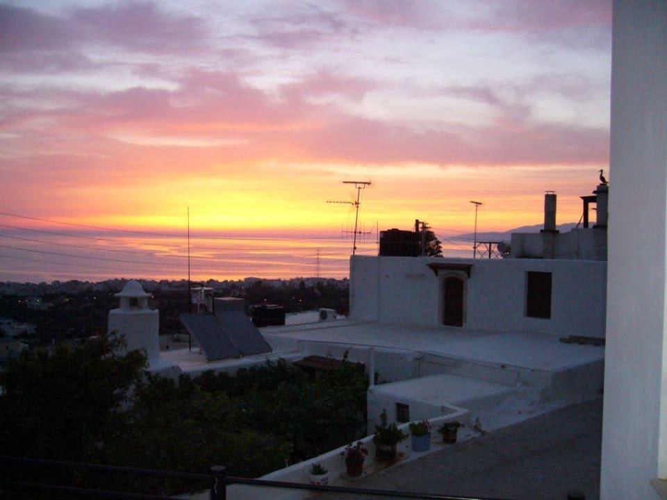 Sonnenaufgang vom Hotelbalkon fotografiert Amazones Village Suites
