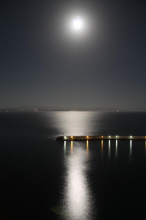 Blick von der Terrasse bei Nacht Hotel Minos