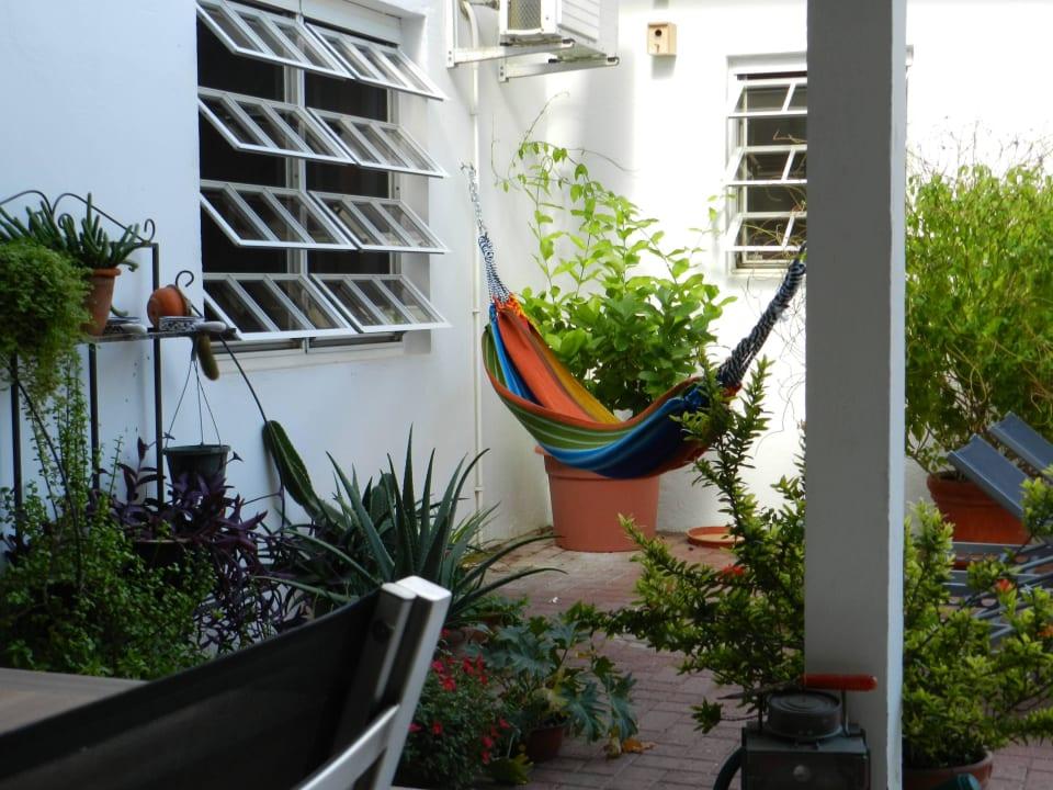 Hängematte beim Zimmer im Wohnhaus Bed & Breakfast Sombre Di Kabana