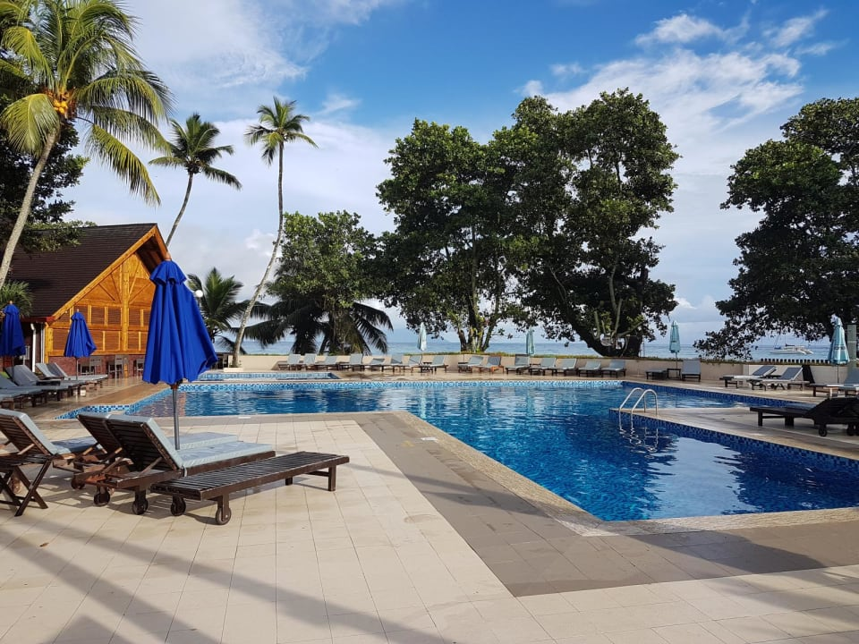 Die Poolanlage Berjaya Beau Vallon Bay Resort & Casino
