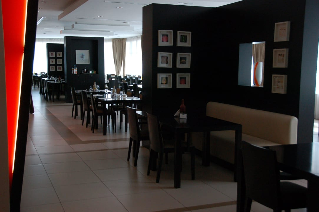 Ресторан Hotel Holiday Inn Express Dubai Internet City