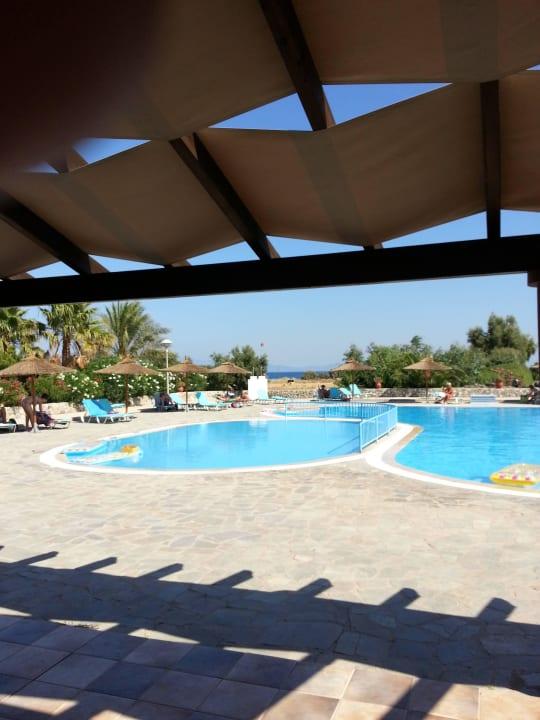 Pool mit kleinen und großen Becken Evripides Village