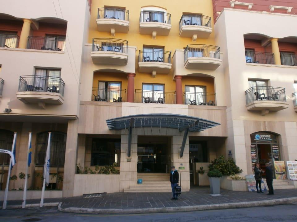 Der Eingang des Hotels Maritim Antonine Hotel & Spa Malta
