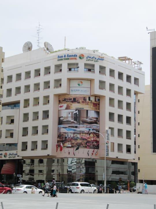 Das Hotel von der Hauptstrasse aus gesehen Hotel Sun & Sand