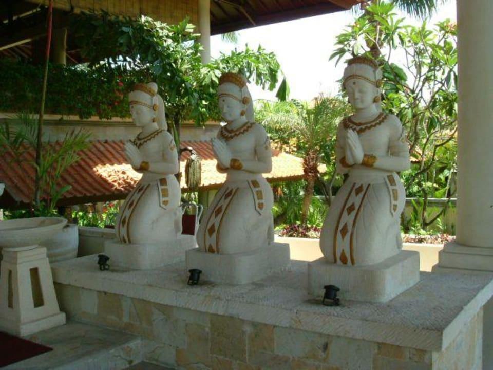 Statuen am Hoteleingang Camakila Tanjung Benoa (geschlossen)