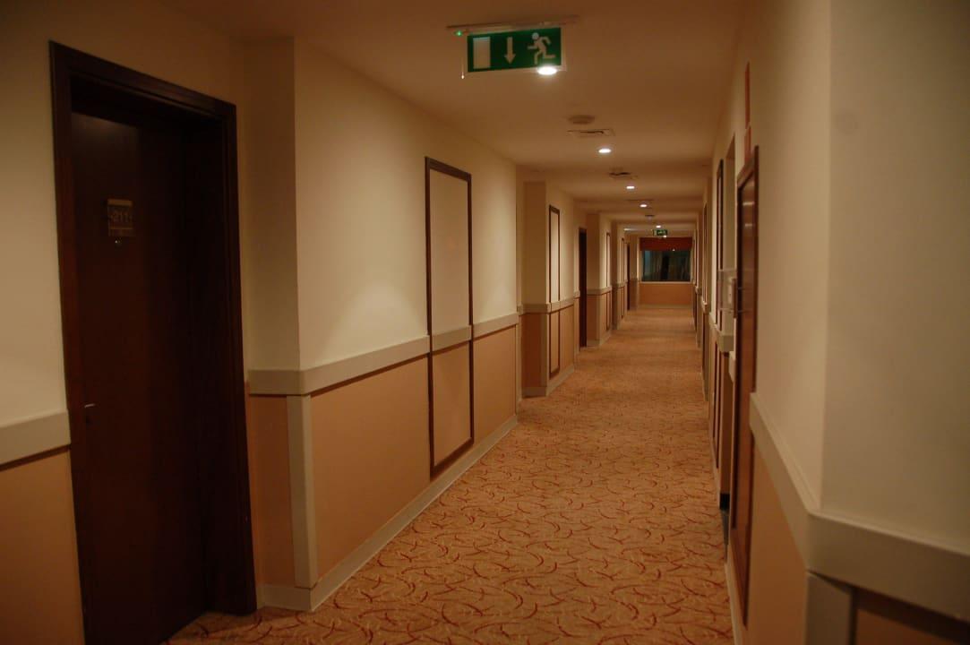 Коридор  Hotel Holiday Inn Express Dubai Internet City
