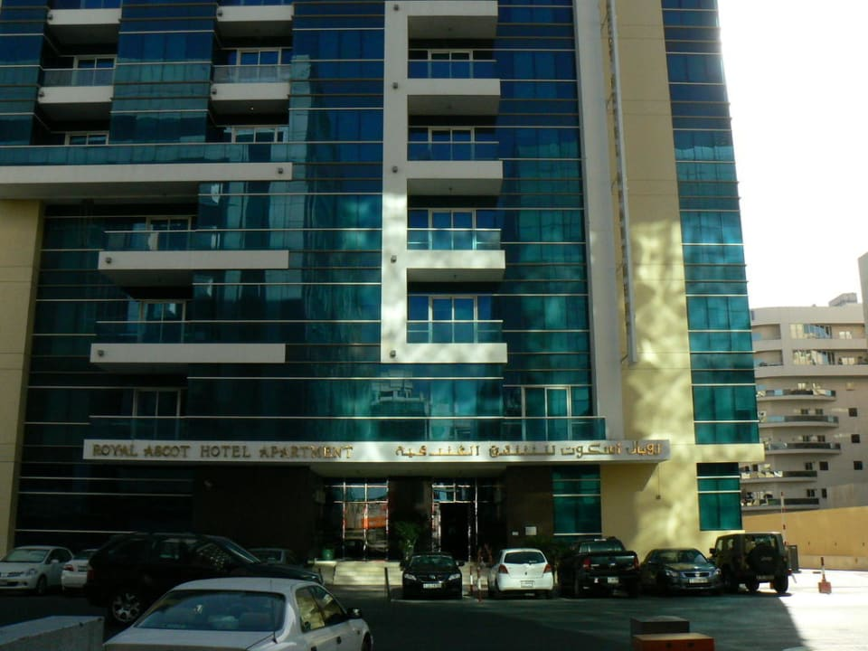 Frontansicht Royal Ascot Hotel Apartment