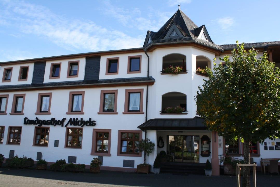 Eingang des Hotels MICHELS Wellness- & Wohlfühlhotel