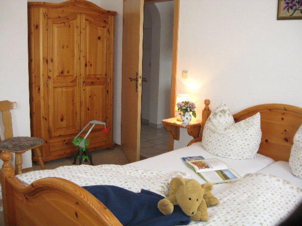 Schlafzimmer der Ferienwohnung im Gästehaus Kochhof