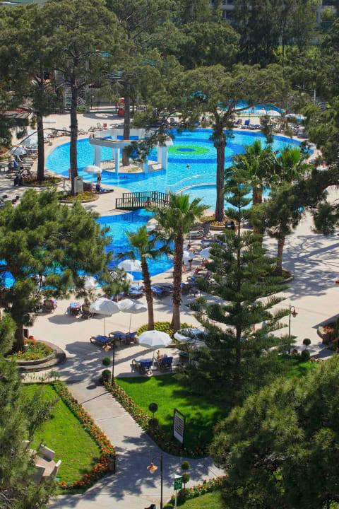 Garten Pool Hauptgebaeude Kilikya Palace Göynük