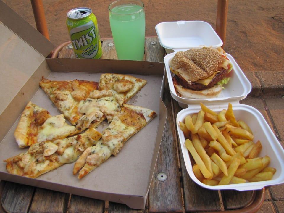 Pizza, Burger und Pommes zum mitnehmen Restcamp Lower Sabie