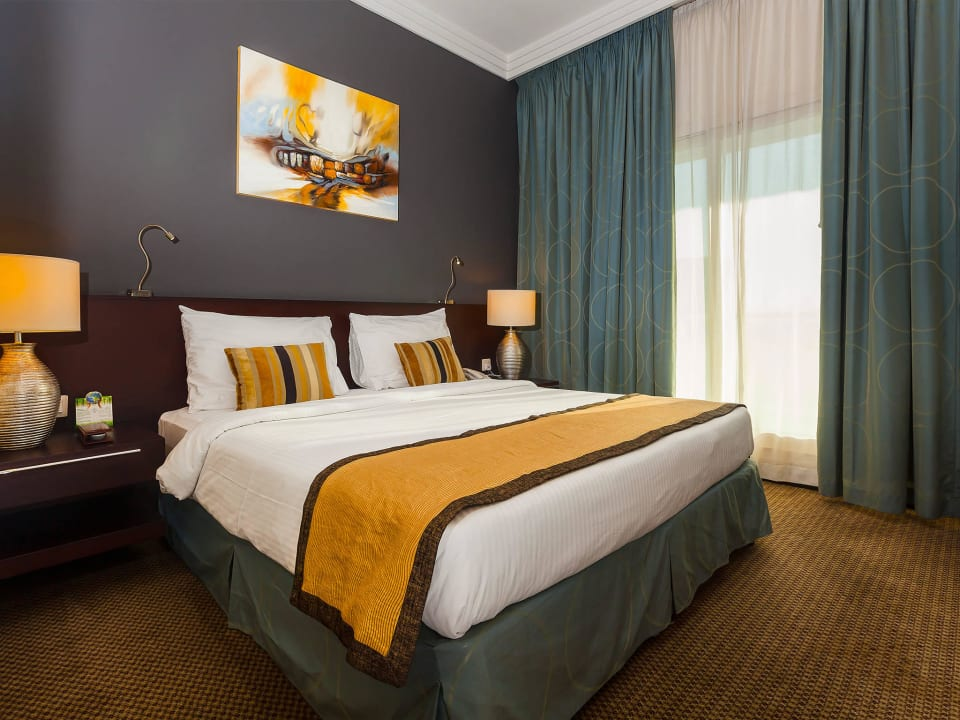 King Bed Flora Park Deluxe Hotel Apartments