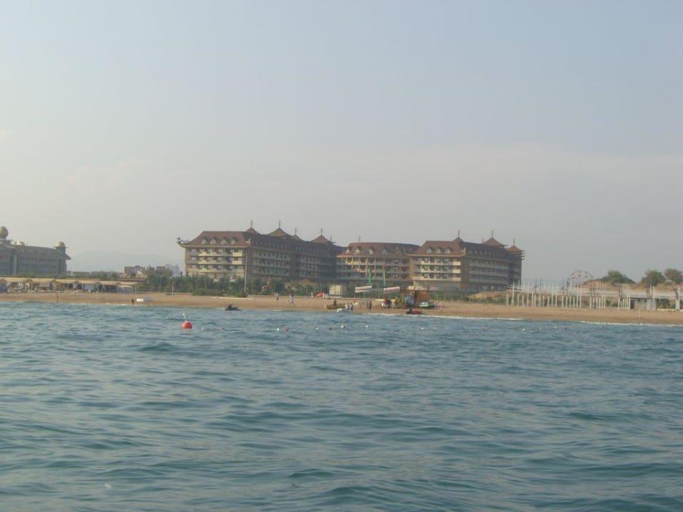 Blick vom Wasser Hotel Royal Dragon